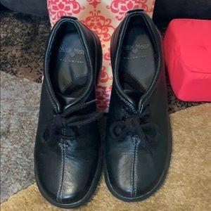 Black tie Nurse mates pillow top shoes 5 1/2